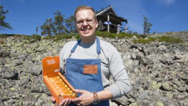 Jari Kurtti Kittilän Leviltä toi elokuussa markkinoille lappilaiset energiapatukat. Kuva: Rovaniemen Kehitys/Pia Jokela