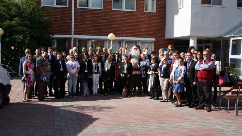 Pirita Jokikaarre toimii projektikoordinaattorina EU-rahoitteisessa Ennakoinnin pohjoinen yhteistyö -hankkeessa. Hän esitteli viime viikolla Lapin yliopistolla pidetyssä kansainvälisessä seminaarissa Lapin toimialaklusterien näkemyksiä siitä, miten digitalisaatio näkyy Lapin eri toimialoilla. Kuva: Pirita Jokikaarre