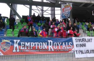 PS Kemin vahvuutena on äänekäs ja runsaslukuinen yleisö, joka ainakin kauden tähänastisissa peleissä on lyönyt RoPS:n fanit maalein 3 – 1.