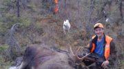 7-vuotias Taika pääsi kellistämään Veijo Liikamaan kanssa hirven vuosi sitten.