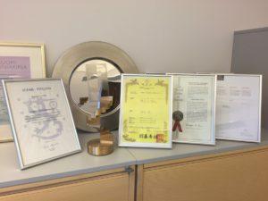 Kukkatolppa on saanut useita tunnustuksia ympäri maailman. Patentteja on myös kaikilla tärkeimmillä alueilla yhteensä kahdeksan kappaletta.