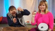 Anna Lumisalmi ja Nicholas Francett toimittavat saamenkielistä lastenohjelmaa. Kuva Yle2