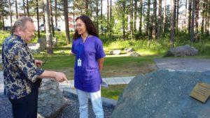 Geologian erikoisasiantuntija Kimmo Pietikäinen ja geologi Pauliina Liwata-Kenttälä kertovat kivien synnystä. Vanhin kivi on noin 3400 miljoonaa vuotta vanha.