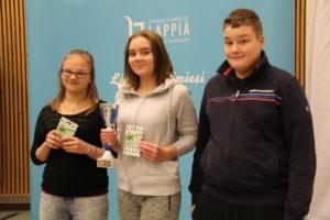 Pellon yläkoulun voittoisa joukkue Sofia Rautio, Aada Konttaniemi ja Markus Enbuska Kuva: Lappia Viestintä/Mia Lukkarila